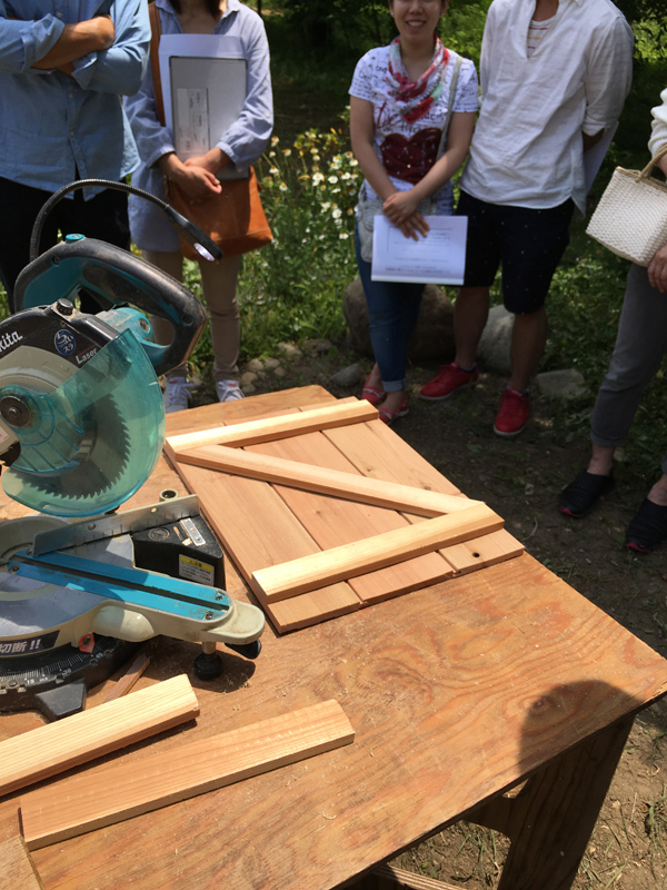 2016年6月12日レストランpino見学勉強会  天井板の余りで扉作りの基本を実習