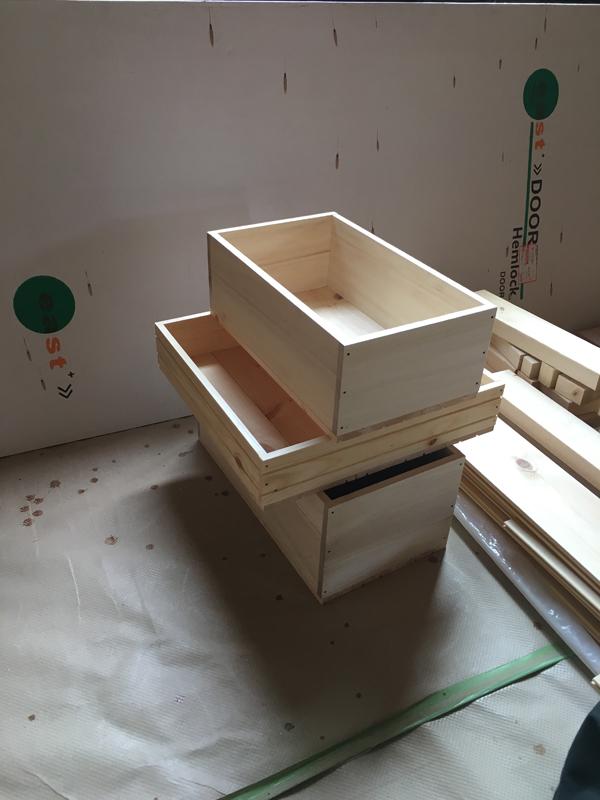 引き出しの箱はホームセンターで買った合板で作りました