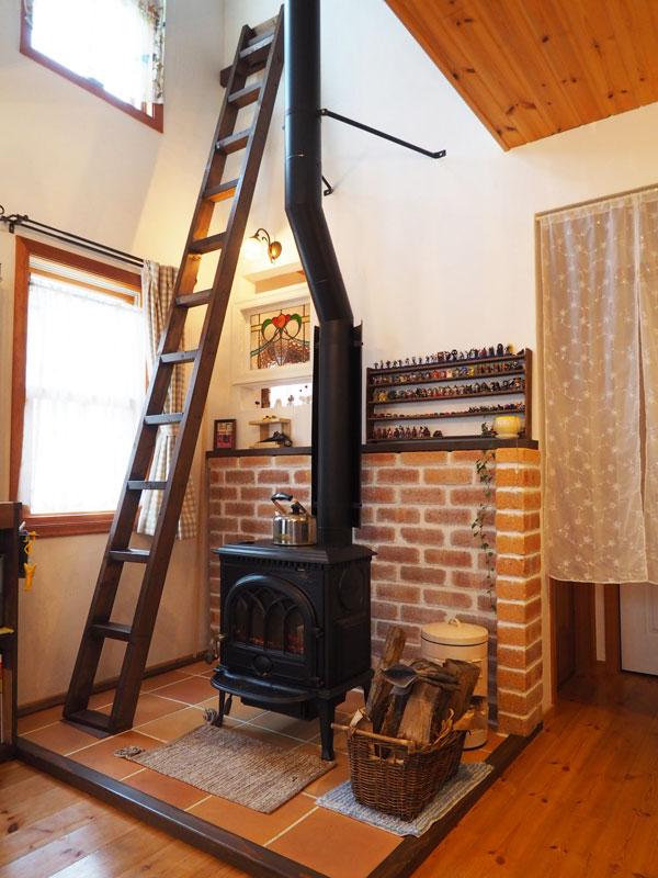 薪ストーブはヨツールF400。真冬でもぽかぽかの家に大満足だそうです。