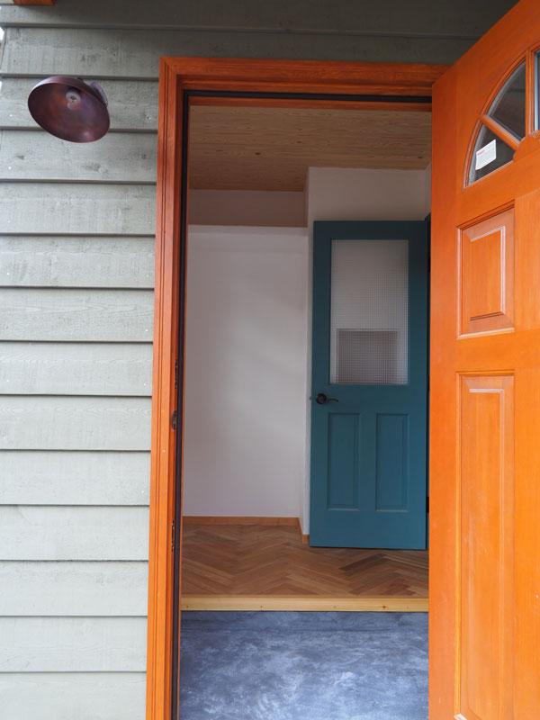 2018年8月 完成風景 玄関ドア越しの玄関室