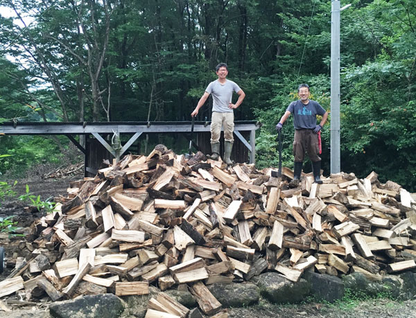 一昨年の夏休みは5日間で2年分の薪を割りました。